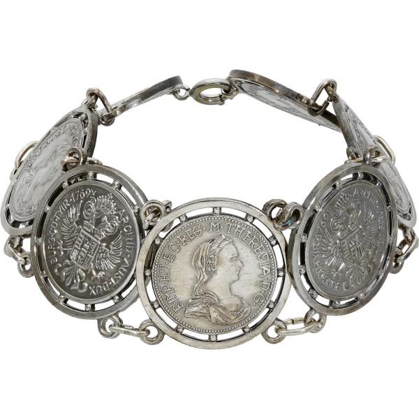 Metallarmband mit Metallmünzen